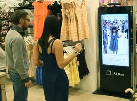 虚拟试衣技术_高科技:试衣服不用脱衣服 Kinect可成为虚拟试衣镜_西西软件资讯