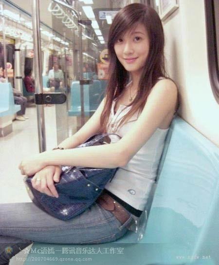 很清纯的哦地铁美女