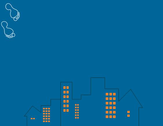 蓝色城堡脚印卡通ppt模板